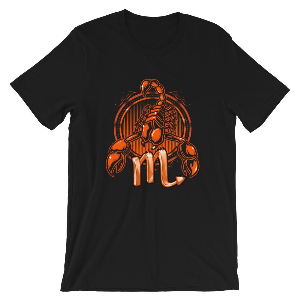 áo thun đen in biểu tượng bọ cạp
